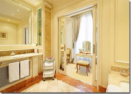 H tel de crillon parigi 5 stelle visitate il nostro for Suite bagno di lusso
