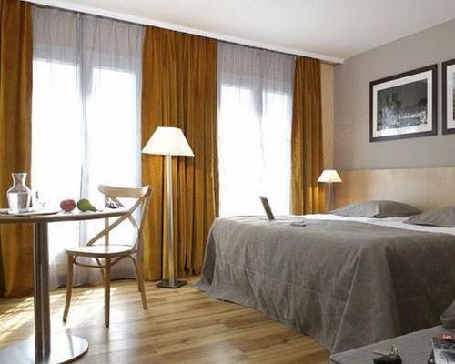 adagio paris montmartre 3 toiles 10 place charles dullin 75018. Black Bedroom Furniture Sets. Home Design Ideas
