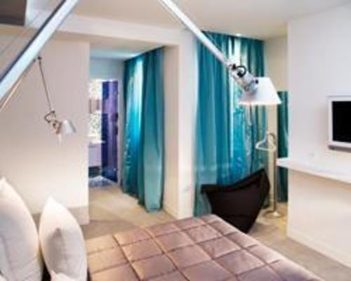 Color design hotel paris 3 toiles 35 rue de citeaux 75012 for Hotel design color