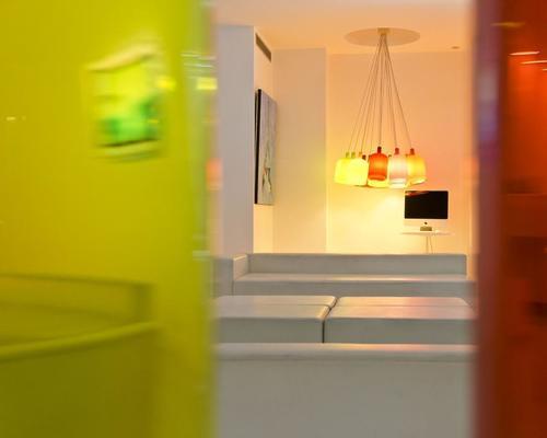 Color design hotel paris 3 toiles 35 rue de citeaux 75012 for Hotel color design paris