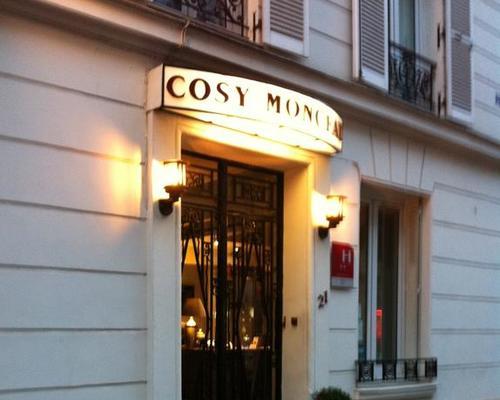 Hotel Monceau Paris Rue Levis