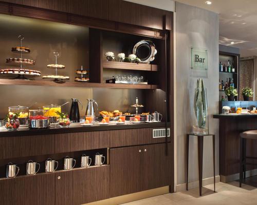 holiday inn paris elys es 4 star 24 rue de miromesnil 75008. Black Bedroom Furniture Sets. Home Design Ideas