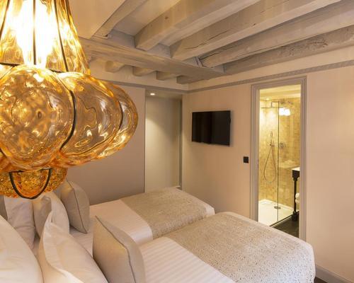 Rooms: 25 Rue Des Saints-Pères 75006
