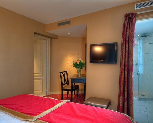 Hotel de l 39 empereur paris 3 star 2 rue chevert 75007 for Hotel paris x