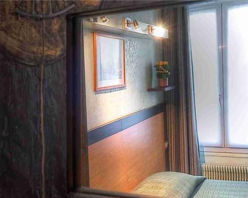 Hotel elys e etoile paris 2 star 5 rue de l 39 etoile 75017 for Hotels 1 etoile paris