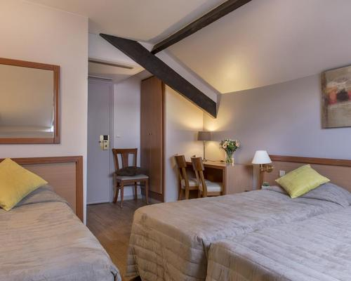 H tel le beaugency paris 3 estrellas 21 rue duvivier 75007 for Hotels 75007