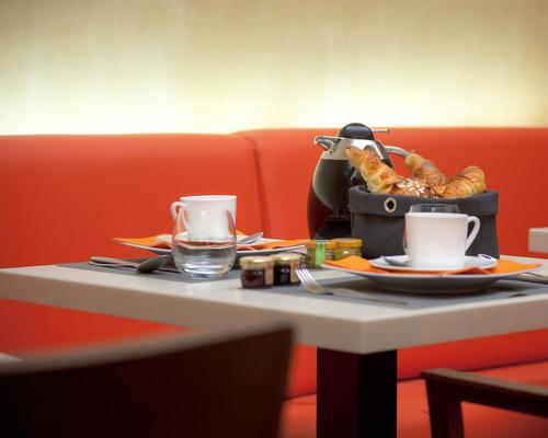 le tourville eiffel paris 4 star 75007. Black Bedroom Furniture Sets. Home Design Ideas