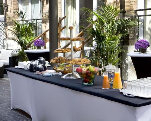 Les jardins du marais paris 4 star 74 rue amelot 75011 - Jardins du marais restaurant ...