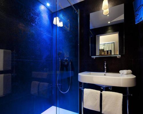 les plumes hotel paris 4 toiles 10 rue lamartine 75009. Black Bedroom Furniture Sets. Home Design Ideas