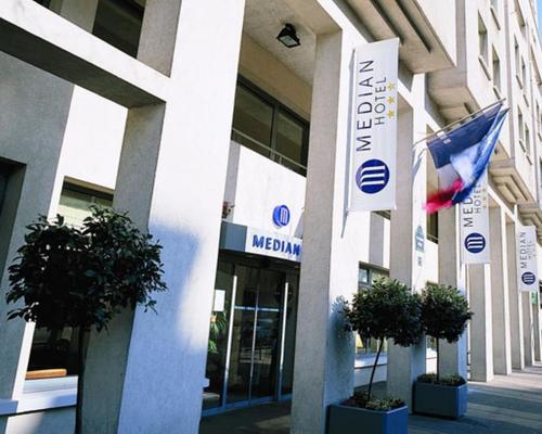 Median paris porte de versailles 3 star 1 bvd victor 75015 - Paris expo porte de versailles 75015 paris ...