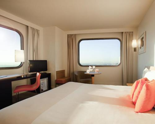 Novotel paris tour eiffel 4 star 61 quai de grenelle 75015 - Hotel novotel tour eiffel piscine ...
