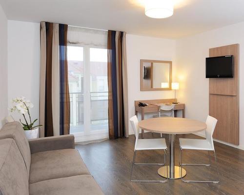 residhome roissy village roissy en france 3 stern 4. Black Bedroom Furniture Sets. Home Design Ideas