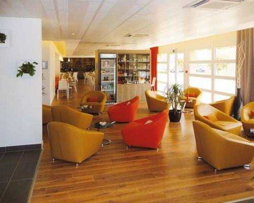 s jours affaires roissy village roissy en france 2 star 95700. Black Bedroom Furniture Sets. Home Design Ideas