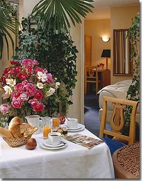 Best western hotel bretagne montparnasse parigi 3 stelle for Colazione parigi